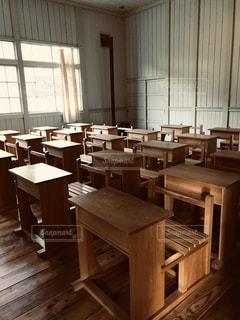 教室の机の写真・画像素材[2830093]