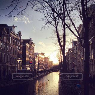 空,建物,夕日,屋外,夕焼け,夕暮れ,旅行,アムステルダム,運河