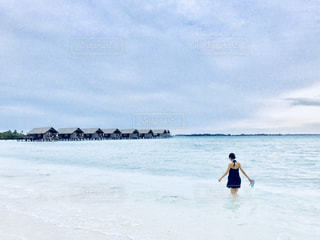 モルディブの海を歩くの写真・画像素材[1328834]