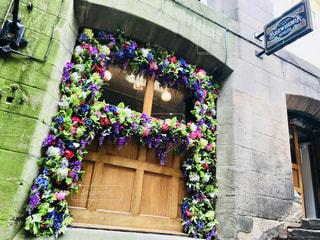 ドアいっぱいの花の写真・画像素材[1383004]