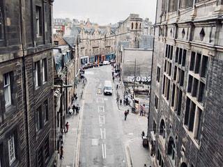 橋から見下ろしたエディンバラのある通りの写真・画像素材[1406291]