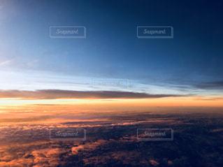 飛行機の窓からの写真・画像素材[1693909]