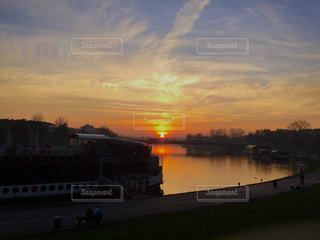 ヴィスワ川の夕暮れの写真・画像素材[1306882]