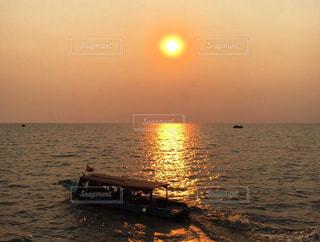 夕日,湖,船,水平線,カンボジア,シェムリアップ,水上マーケット