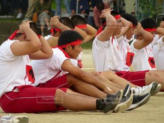 学生,10代,スポーツ,赤,男,男子,紅,学校,高校生,運動,青春,校庭,男の子,高校,運動会,体育祭,グラウンド,赤組,紅組,行事,勝負,ハチマキ,男子高校生,体育大会,18歳,学校行事,17歳,3年生,ゼッケン,棒引き,高校3年生,部活生