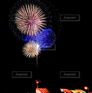 空に花火の写真・画像素材[1430607]