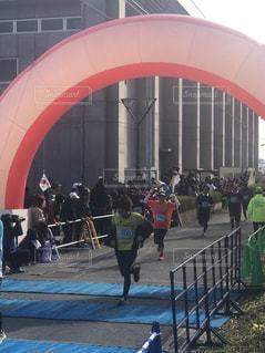 マラソン大会のゴール付近の写真・画像素材[1516472]