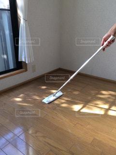 床の上の人の写真・画像素材[1488605]