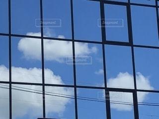 夏の青を映す鏡の写真・画像素材[1320075]