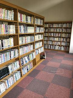 静まり返った夏休みの図書館の写真・画像素材[1320232]