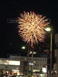 街中の花火の写真・画像素材[1426316]