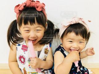 子ども,夏,スマイル,女の子,笑顔,アイス,summer,姉妹,にこにこ,ひんやり