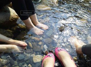 川で水浴びの写真・画像素材[1326693]