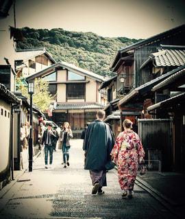 通りを歩く人々 のグループの写真・画像素材[1593431]