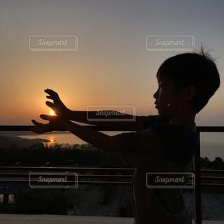 夕日でかめはめ波!の写真・画像素材[2082977]
