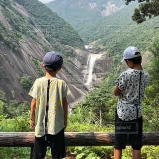 後ろ姿,滝,男の子,屋久島,千尋の滝,ブラザーズ