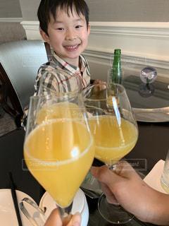 子ども,飲み物,ジュース,人物,イベント,グラス,乾杯,ドリンク,パーティー,手元,家族時間