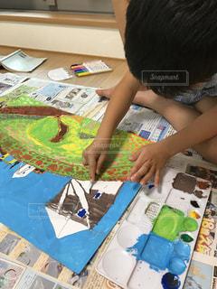 風景,お花畑,絵の具,アート,風車,ペン,絵画,紙,水彩画,おえかき,風景画,おうち時間,小1男子,スモック着てお絵かき