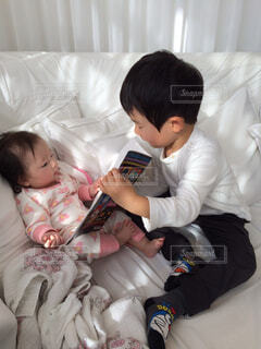 兄と妹の写真・画像素材[3690482]