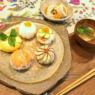 ひなまつりのてまり寿司ごはんの写真・画像素材[3853587]