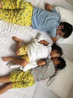 子ども,屋内,暑い,昼寝,汗,夏バテ,暑さ