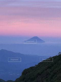赤岳からの夕陽に染まる富士山の写真・画像素材[1407542]