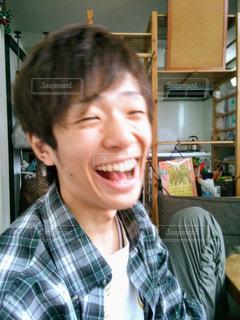 カメラに微笑んで人の写真・画像素材[1375233]