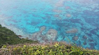 伊良部島三角点 断崖絶壁からの絶景の写真・画像素材[1340119]