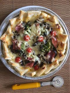 皿の上の食べ物のボウルの写真・画像素材[2502439]