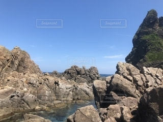 海の岩場の写真・画像素材[1343864]