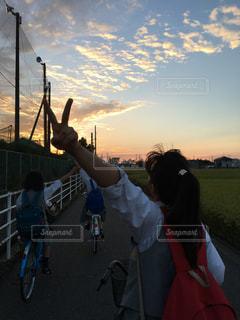 風景,空,秋,夕日,自転車,雲,学校,高校生,青春,夕陽,友達,帰り道,グラデーション,秋空,JK