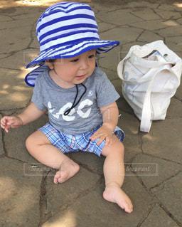 小さな男の子の写真・画像素材[1339923]