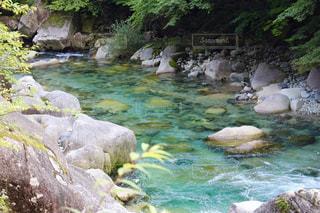 大きな滝と水のプールの写真・画像素材[1342119]