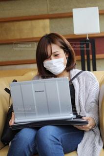 女性,パソコン,ノートパソコン,PC,仕事,ビジネス,パソコン作業,リモートワーク,テレワーク