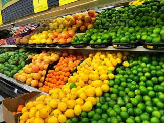 海外,カラフル,オレンジ,フルーツ,果物,旅行,レモン,果実,ライム,新鮮,スーパーマーケット,食材,スペイン語,プエルトリコ,色鮮やか,品揃え