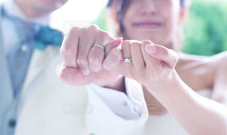 夫婦になった2人の手の写真・画像素材[1876719]