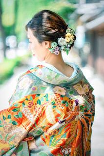 女性,京都,カラフル,後ろ姿,人物,背中,着物,人,髪飾り,後姿,前撮り,和装,色打掛,色鮮やか