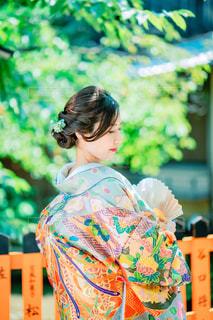 女性,ヘアスタイル,屋外,京都,カラフル,人物,着物,人,結婚,日本,和服,祇園,ヘアアレンジ,和装,扇子,色打掛,色鮮やか,ヘアセット