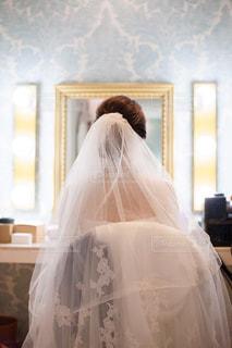 ヘアメイク中の花嫁の写真・画像素材[2470066]