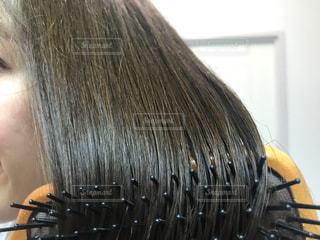 ブロー中の髪の毛の写真・画像素材[2502167]