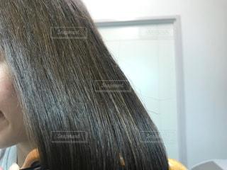 ブロー中の髪の毛の写真・画像素材[2502176]