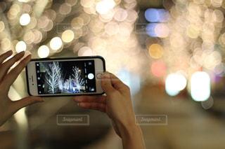 女性,スマホ,撮影,光,イルミネーション,ライトアップ,人,スマートフォン,携帯電話,シャンパンゴールド