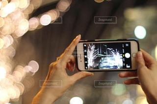 女性,1人,スマホ,撮影,イルミネーション,ライトアップ,人,スマートフォン,手元,シャンパンゴールド