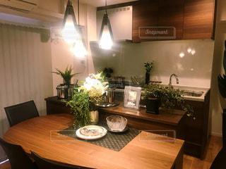 スタイリッシュでお洒落なキッチンの写真・画像素材[2987522]