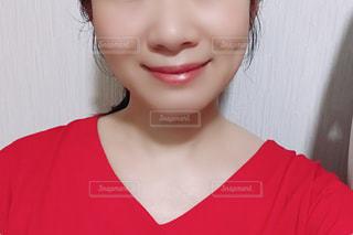 女性の顔のアップの写真・画像素材[2167797]