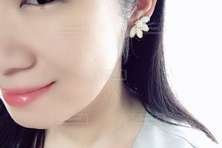 女性の顔のアップの写真・画像素材[2291150]