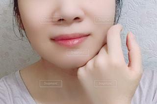 女性の顔のアップの写真・画像素材[2306065]
