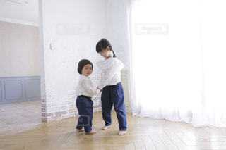 ファッション,白,洋服,人物,人,こども,姉妹,白色,1歳,5歳,乳幼児,こども服