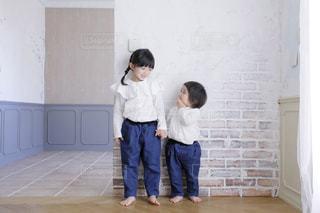 ファッション,洋服,人物,人,こども,姉妹,白色,1歳,乳幼児,こども服