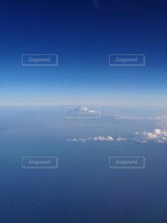 青空と地平線に挟まれた富士山 in Winterの写真・画像素材[1346545]